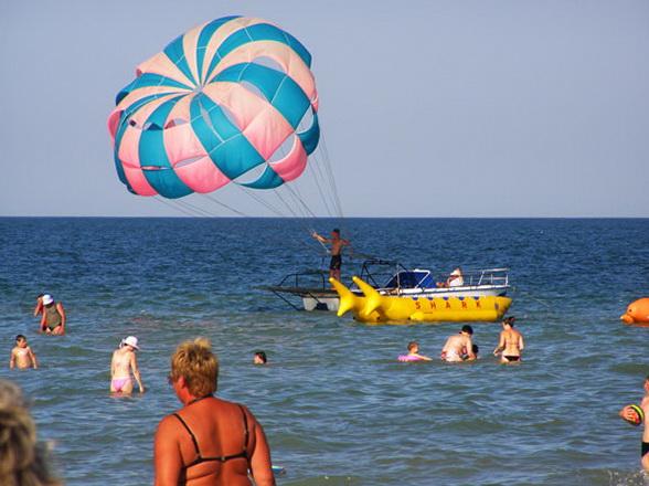 отдых на Арабатской стрелке, отдых на Азовском море, отдых в Геническе, полет на парашюте