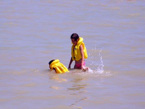 отдых на Азовском море, отдых в Геническе, Генический дикий пляж, безопасность на воде, пляж на Азовском море, детский отдых на море