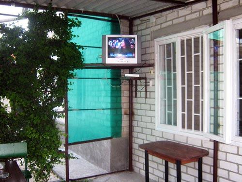 Стоимость отдыха на Арабатской стрелке в Генгорке в Счастливцево в Стрелковом в Геническе, бронирование номеров, условия проживаня