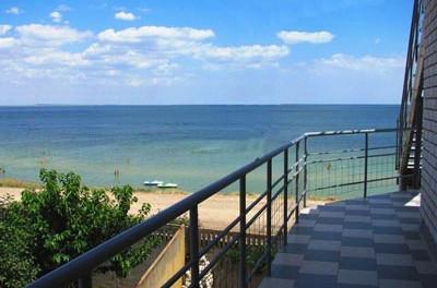Отдых в Геническе на берегу Азовского моря. Гостиницы, мини-гостиницы, частный сектор.