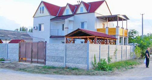 Курортний дворик «Арабат»